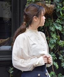 Tulle layered blouse(Beige-Free)