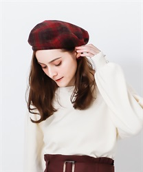 Check patterned beret with belt