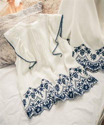 Hem Embroidered Sleeveless Blouse(Ecru-Free)