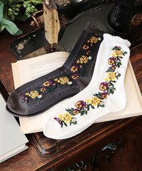 Side flower pattern socks