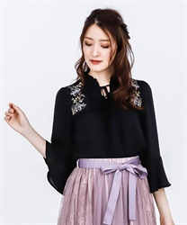 Lily Embroidery Bell Sleeves BL(Black-Free)