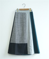 Geometric pattern blocking skirt(Green-Free)