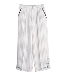 Stripe wide pant in embroidery design(White-Free)