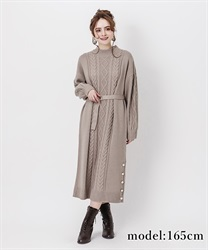 Knit dress with buttons on hem(Greige-Free)